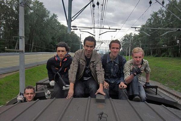 不正经!俄大学校长因和学生攀爬火车被免职