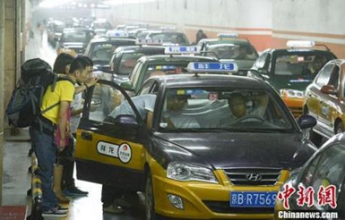 出租车新政:经营权使用费取消 份子钱有望降低