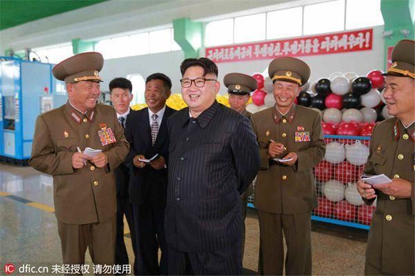 金正恩笑容满面视察新建工厂