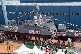 韩国海军新型导弹巡逻艇下水