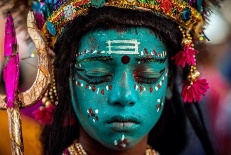摄影师拍摄印度街头照 充满宗教感