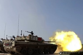 中国96B型主战坦克开火瞬间