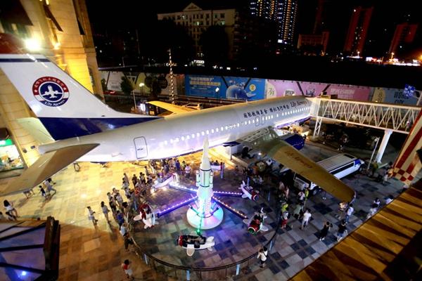 武汉3500万打造的飞机餐厅将开张 豪车扎堆