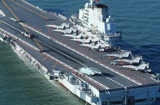 辽宁舰航母10架舰载机同时现身