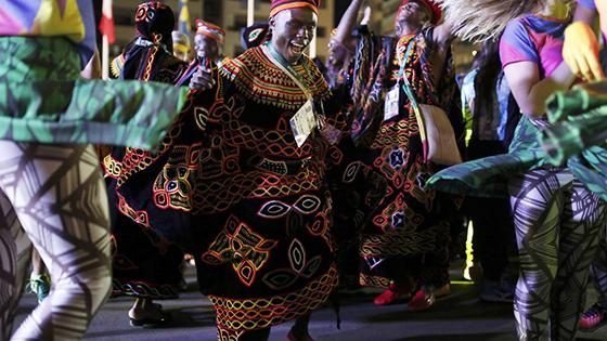 奥运欢迎仪式热闹非凡 喀麦隆舞蹈夺人眼球