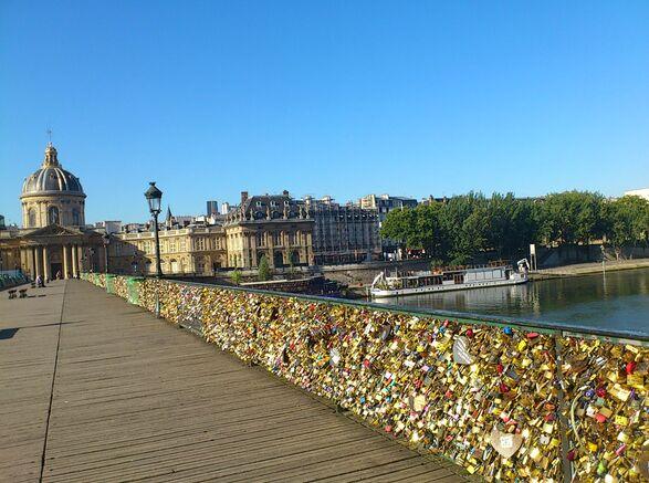 爱之锁太沉重巴黎立标语劝诫观光客另觅他法
