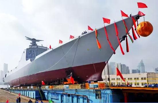 大连第二艘052D新版神盾舰下水