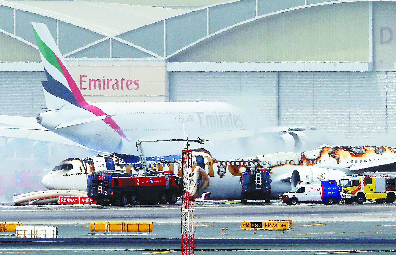 阿联酋航空班机迫降后爆炸 机上300人安全疏散