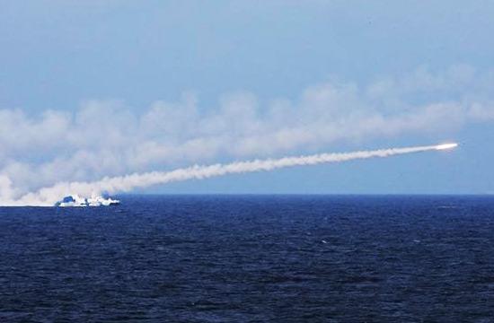 海军在东海举行大规模实弹演习
