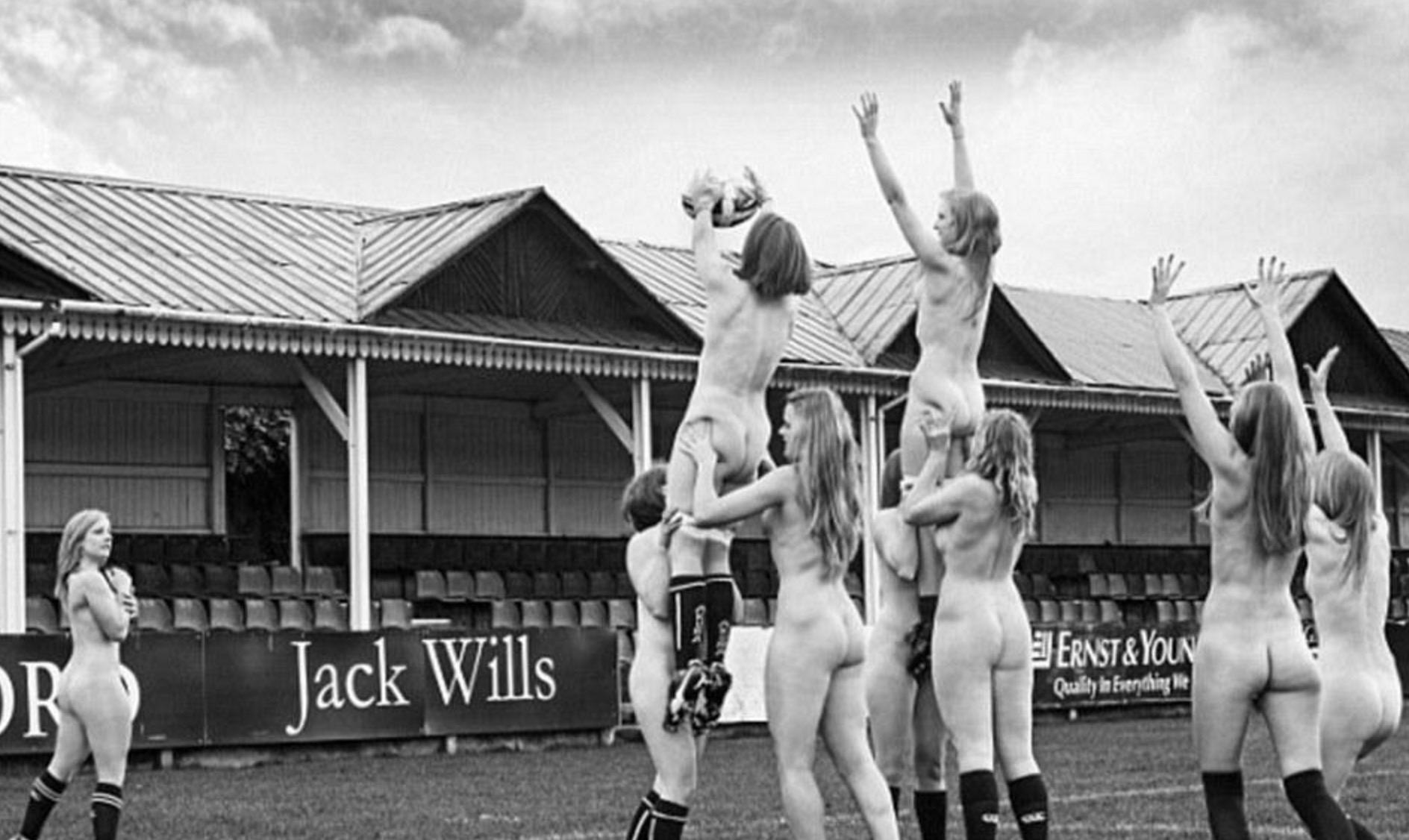 英国橄榄球女队员全裸写真传遍网络 但她们展现运动美