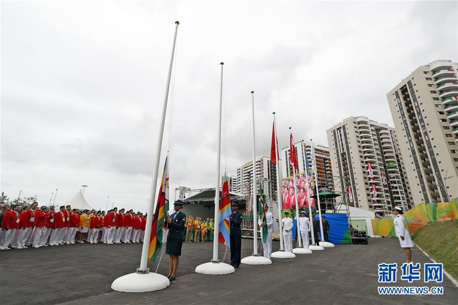 8月3日,中国代表团在里约奥运会运动员村举行升旗仪式.图片