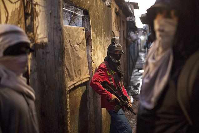 里约贫民窟黑帮枪口下挣扎的穷苦众生