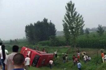 山东高速客车货车相撞 9死27伤