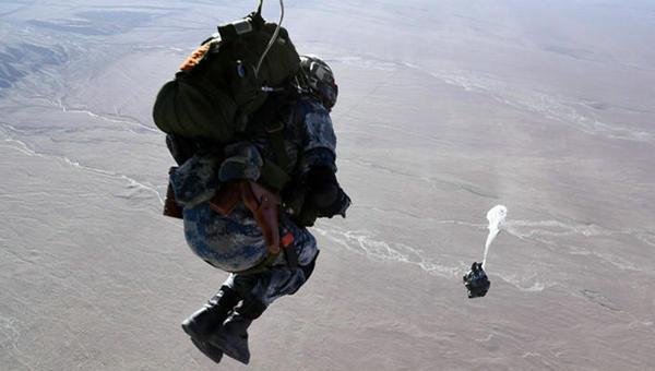 空降兵高原伞降训练全过程曝光