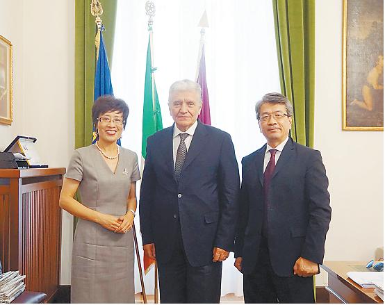 中国驻米兰总领事拜会米兰警察局局长