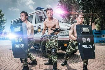 青岛边防战士拍警营写真