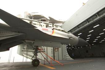 中国舰载机力量成长实录(三):实拍歼-15出库