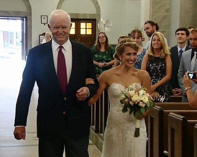 美新娘由移植其父亲心脏男子牵手步入婚礼殿堂