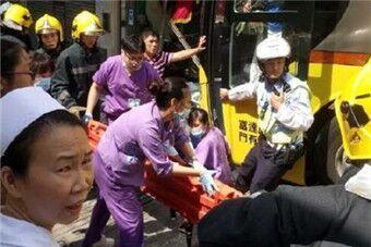 澳门一旅游巴士车祸 32名内地游客受伤