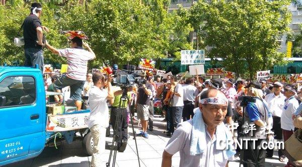 台游览车司机街头抗议台当局不作为