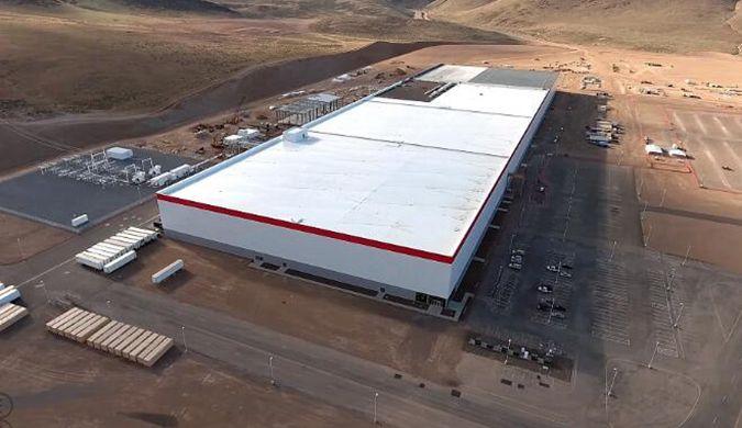 """特斯拉Model 3生产线似""""外星战舰"""" 全机器人制造"""