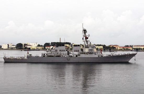 美海军宙斯盾驱逐舰访问青岛