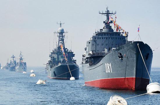 俄军太平洋舰队阅兵旧舰成群