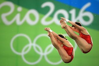 陈若琳、刘蕙瑕女子双人10米跳台夺冠