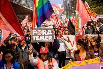 巴西数千人游行支持遭停职总统罗塞夫
