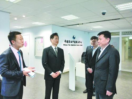 驻荷兰大使吴恳调研海牙中国签证申请中心
