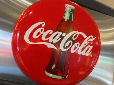 可口可乐超限量使用苯甲酸 新奇士碳酸饮料屡上黑名单