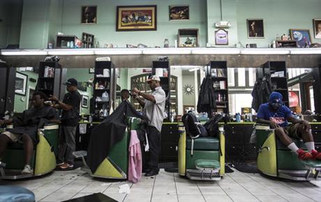 菲尔普斯奥运秀新发型 亚特兰大理发店成媒体焦点