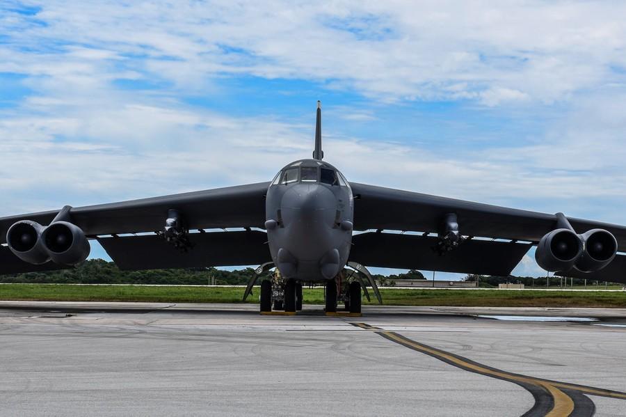 8月11日,关岛安德森空军基地,美国空军b-1,b-2,b-52三款轰炸机在此