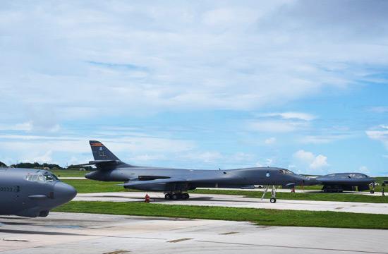 美军B1 B2 B52轰炸机齐聚关岛