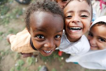 探访难民营:失所儿童纯净笑容让人动容