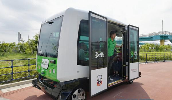 日本千叶市无人驾驶巴士试运营 最高时速40公里