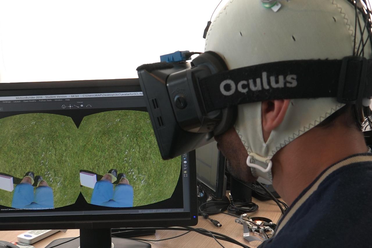虚拟现实和外骨骼帮助截瘫患者重新行走
