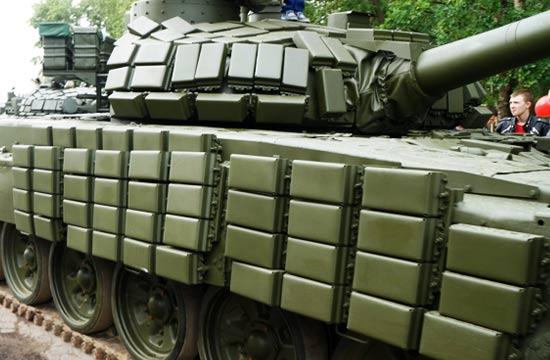 T-72坦克贴满反应装甲密集恐惧