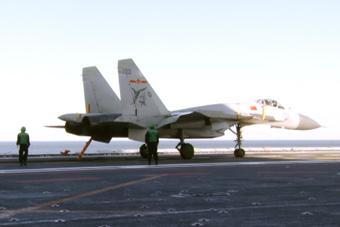 中国舰载机力量成长实录(七):歼-15拦阻着舰