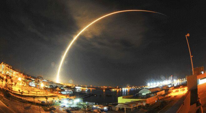 "Space X""猎鹰九号""火箭第四次成功在海上回收"