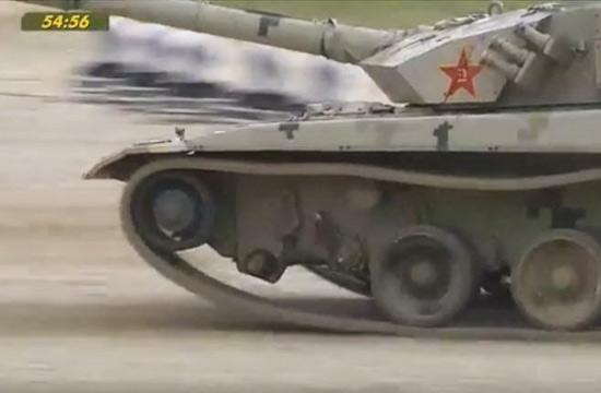 坦克大赛96B轮子掉了还在拼