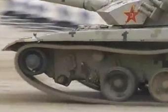 坦克大赛96B轮子掉了还在拼 获得亚军