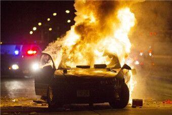 美国再发生枪杀黑人事件 致全城暴动