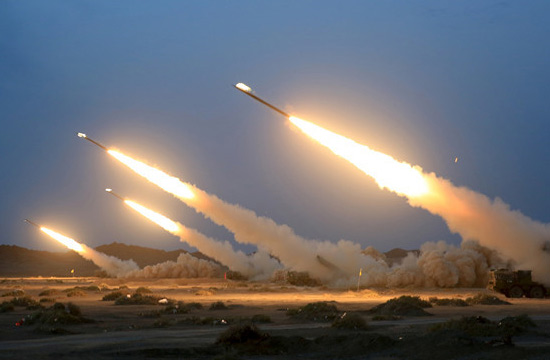 解放军远程火箭炮密集发射曝光