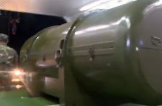 火箭军夜间演练转运重要装备
