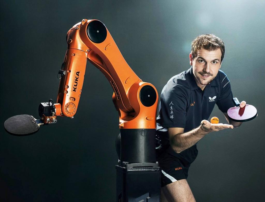 德国逆天机器人上场陪练打乒乓球 下场就是好工人
