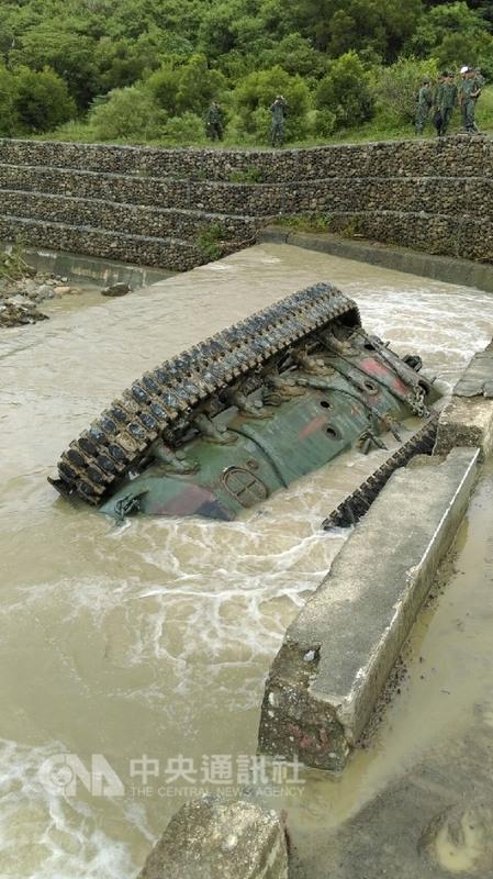 台军演习酿悲剧 主战坦克翻入河底致3死