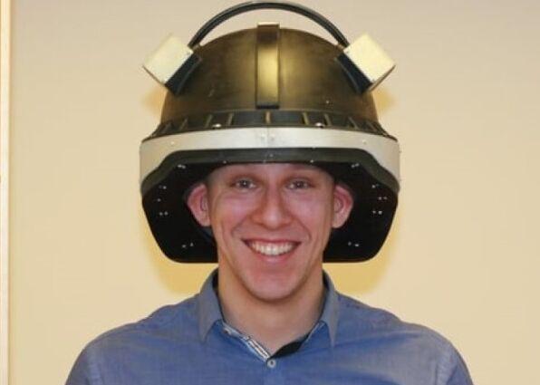 脑电图扫描头盔助伤者第一时间接受诊治