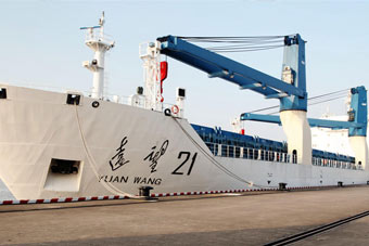 长征五号发射在即 万吨巨舰送货