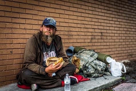 美国退伍老兵现状:沿街乞讨生活心酸